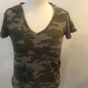 Women's Camouflage V-Neck Short sleeve sz S